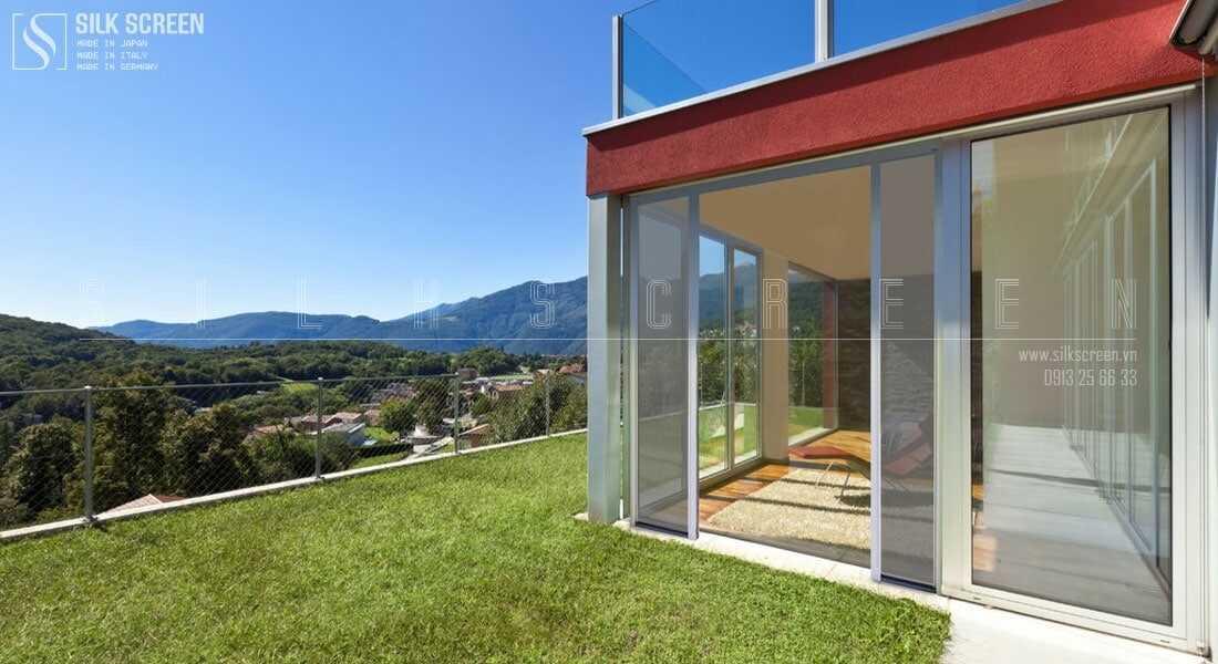 cửa lưới cuộn ngang dành cho cửa sổ