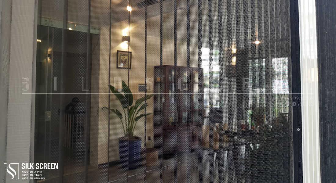 cận cảnh cửa lưới chống muỗi
