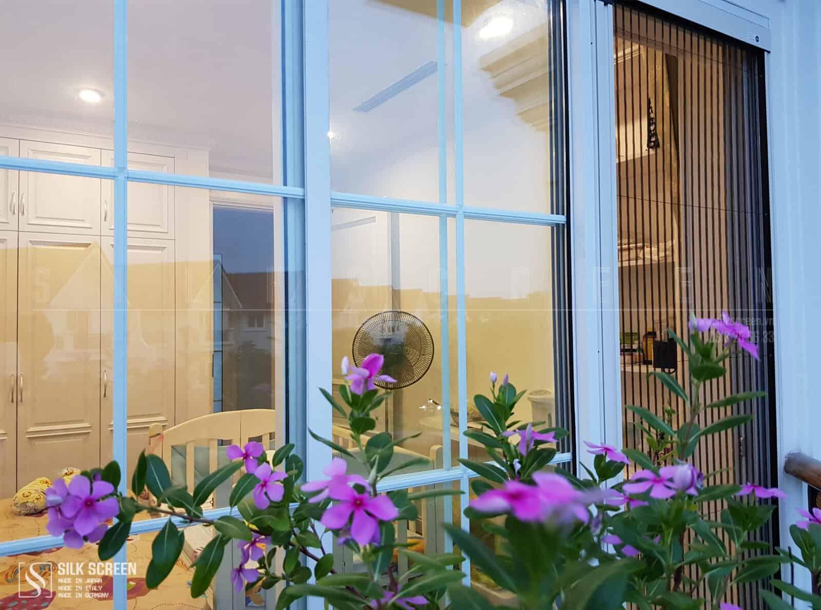 cửa lưới phòng con khu hoa phượng
