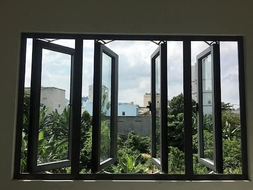cửa sổ nhôm kính mở quay